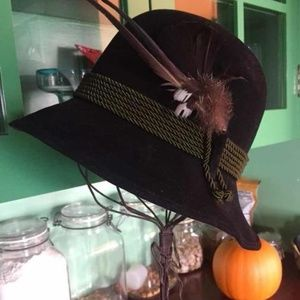 Gorgeous feather adorned hat. Small.